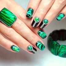 Stylizacja paznokci lakierem hybrydowym