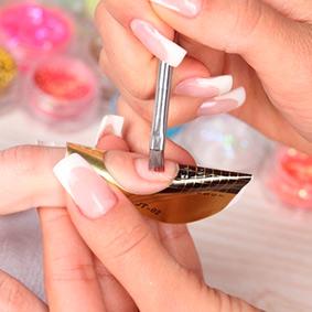 Przedłużanie paznokci żelem